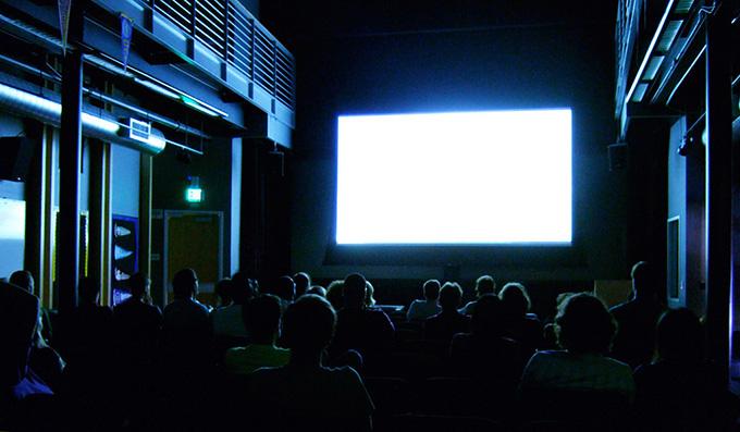 劇場公開作品がWOWOWで放映されるのはいつ?どのくらい待てばいい?